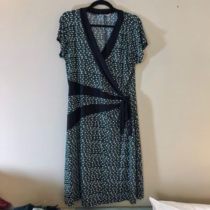 Dresses & Skirts - Faux wrap dress, green and black stretch print